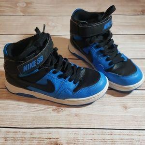 Nike Boys shoes Size 2